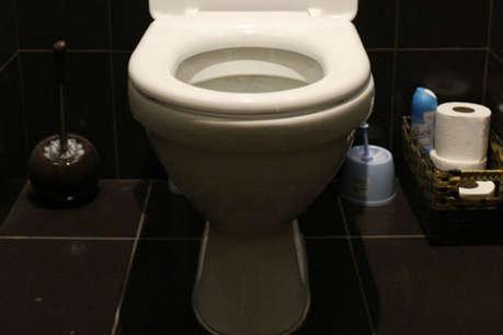गंदा टॉयलेट है बीमारियों का घर, इस तरह करें साफ!