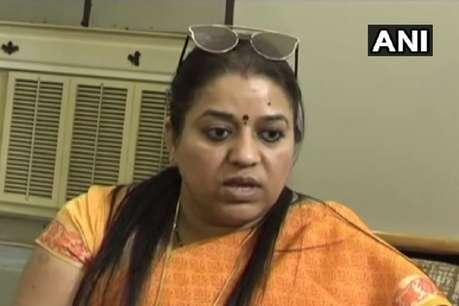 UP महिला आयोग की उपाध्यक्ष ने सीनियर डॉक्टर को दी पीटने की धमकी