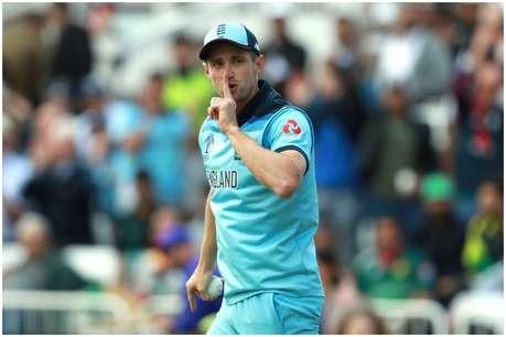 ICC Cricket World Cup 2019: क्रिस वोक्स ने पकड़ा बेमिसाल कैच, पाकिस्तानी बल्लेबाज ने गुस्से से पटका बैट!