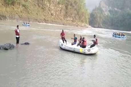 ऋषिकेश : गुजरात से आए तीन पर्यटक नहाते समय गंगा में डूबे, एक का शव बरामद