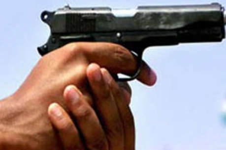 सिरफिरे आशिक ने मां के सामने प्रेमिका को मार दी गोली, फिर किया ये काम...
