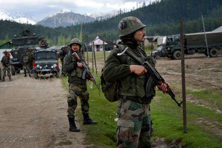 अनंतनाग: आतंकियों से मुठभेड़ में मेजर शहीद, दो अफसर समेत 4 जवान घायल