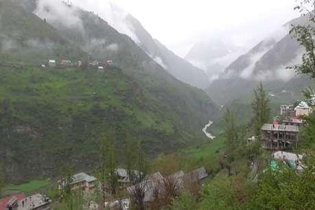बारिश और स्नोफॉल से लाहौल घाटी में लुढ़का पारा, पर्यटकों में खुशी की लहर