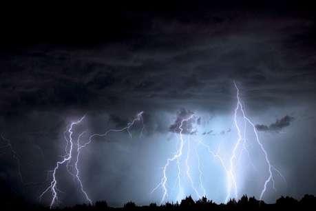 UP: कई जिलों में आकाशीय बिजली का कहर, 17 की मौत, CM ने किया मदद का ऐलान