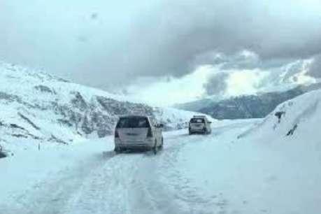 बारालाचा दर्रे में हिमखंड गिरने से मनाली-लेह मार्ग बंद, सैकड़ों पर्यटक फंसे