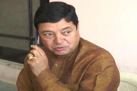 नहीं सुधर रहे नरेंद्र कुमार के बोल, कहा- नरेन्द्र मोदी 'चाय वाले' पीएम, तो मैं 'शराब पीने वाला' सांसद