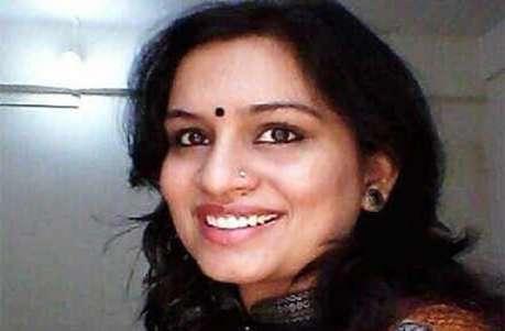 महात्मा गांधी पर विवादित ट्वीट करने वाली IAS अधिकारी का ट्रांसफर, मिला नोटिस