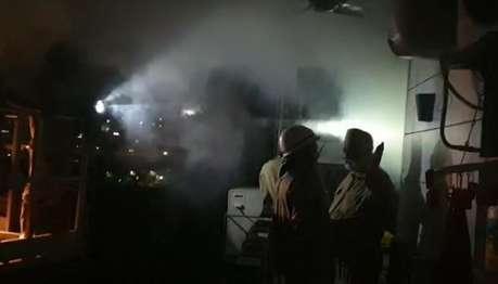 दिल्ली के पीतमपुरा में 10 मंजिला इमारत में आग, 100 लोगों को सुरक्षित निकाला
