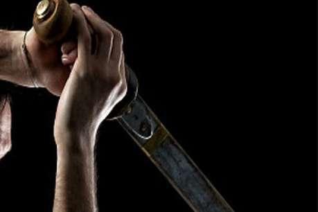 तंत्र विद्या की सिद्धि के लिए तांत्रिक ने भरी सभा में तलवार से किया हमला