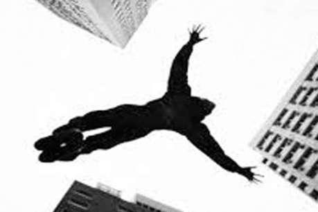 गिरिडीह: भागने के चक्कर में छत से कूद गया चोर, मौत