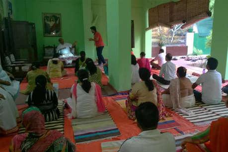 ये फॉदर कांवेंट स्कूल में सजा के रूप में बच्चों से कराते हैं योग