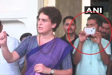 सोनभद्र हत्याकांड: कौन है प्रियंका गांधी के साथ नज़र आ रहा ये शख्स, JNU से क्या है इसका रिश्ता?