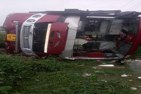 हादसे का शिकार हुई पटना से नेपाल जा रही टूरिस्ट बस, कई यात्री जख्मी