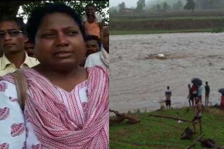 नदी पार करते वक्त आई बाढ़, बाल- बाल बचीं बीडीओ, बह गई सरकारी गाड़ी