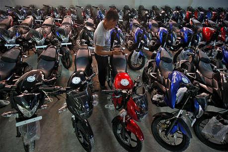 बजाज ने बढ़ाए बाइकों के दाम, 400 से लेकर 6000 रुपए तक हुई महंगी
