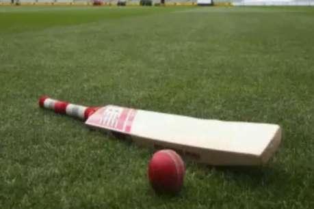 मदरसा के छात्र खेल रहे थे क्रिकेट, युवकों ने कर दी पिटाई, कपड़े भी फाड़े