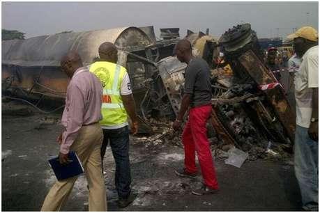 नाइजीरिया में पलटे टैंकर से पेट्रोल इकट्ठा कर रहे थे लोग, हो गया धमाका, 45 की मौत