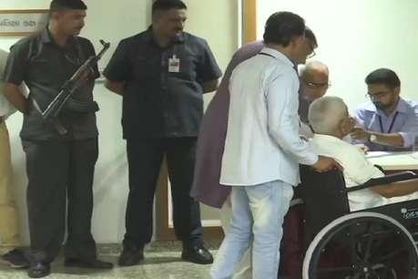 गुजरात: राज्यसभा की दो सीटों के लिए वोटिंग जारी, बीजेपी-कांग्रेस में टक्कर
