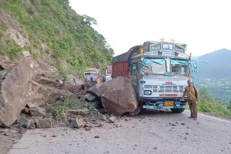 चंडीगढ़-मनाली राष्ट्रीय राजमार्ग पर लुढ़के पत्थर, ट्रक पर गिरे
