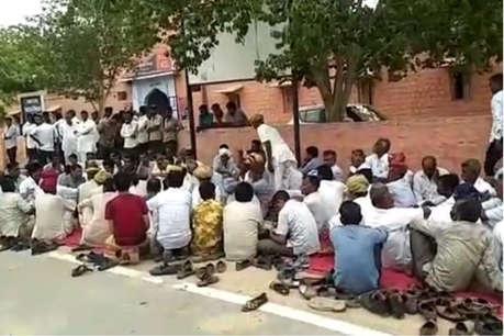 जोधपुर: 24 घंटे बाद भी परिजनों ने नहीं लिया सरपंच का शव, थाने का घेराव, भारी पुलिस बल तैनात