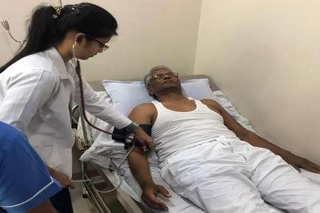 मुंबई में इलाज कराते नजर आए कर्नाटक कांग्रेस के लापता विधायक