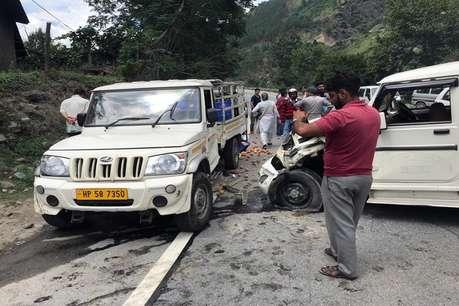 कुल्लू-मनाली में सड़क हादसे: एक की मौत, थाना प्रभारी समेत 3 पुलिसकर्मी घायल