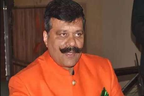 तमंचा लेकर डिस्को करने वाले 'चैंपियन' को BJP ने पार्टी से किया आउट