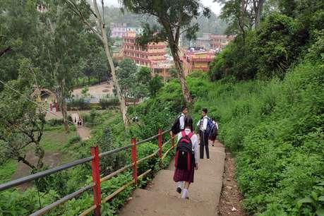 जिंदगी से खिलवाड़! बरसात की छुट्टियों में भी निजी स्कूलों में 'एक्सट्रा क्लासेज'