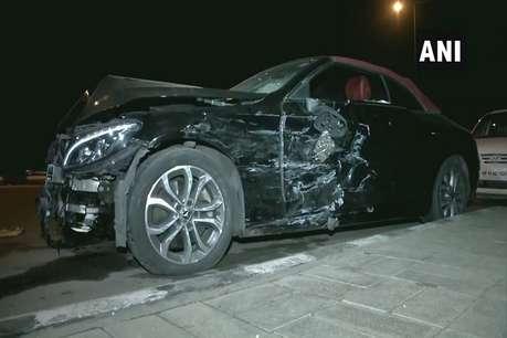 तेज रफ्तार मर्सडीज ने टैक्सी को मारी टक्कर, तीन गंभीर रूप से घायल