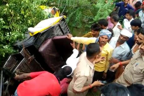औरैया हाईवे पर ट्रक और ऑटो में टक्कर, हादसे में 8 लोगों की मौत