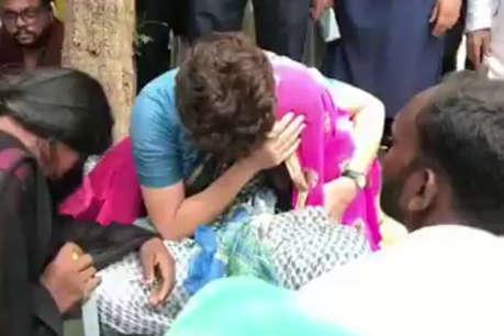 सुर्खियां: हाई वोल्टेज ड्रामे के बाद पीड़ित परिवारों से मिलीं प्रियंका, आनंदीबेन बनाई गईं UP की राज्यपाल