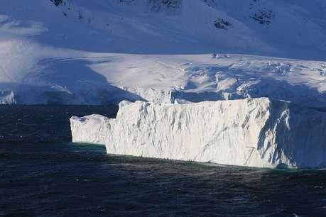 बड़ी तेजी से पिघल रहे हैं अंटार्कटिका में तैरते ग्लैशियर, धरती के गर्म होने का खतरा गहराया