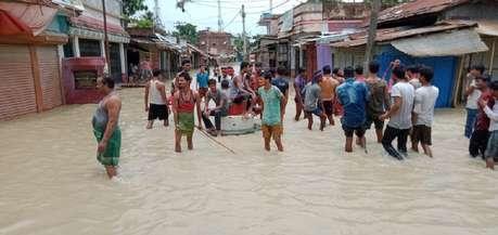 बिहार: बाढ़ प्रभावित क्षेत्रों से सांसद-विधायक क्यों हैं लापता ?