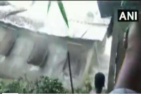 ब्रह्मपुत्र नदी में कागज की तरह बह गया स्कूल, डराने वाला है ये वीडियो