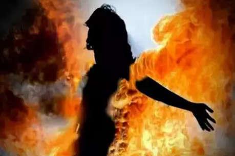 खेत की बाड़ उखाड़ रहे थे दबंग, विरोध करने पर दलित महिला को जिंदा जलाया