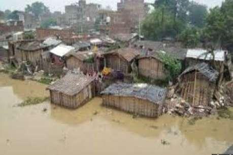 Viral तस्वीर का सच: बाढ़ में नहीं डूबा था बच्चा, मां ने ही दिया था पानी में धक्का