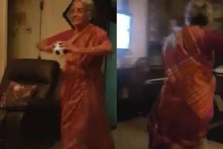 फैन की मां ने की बुमराह की नकल, गेंदबाज ने दिया ऐसा जवाब, देखें VIDEO