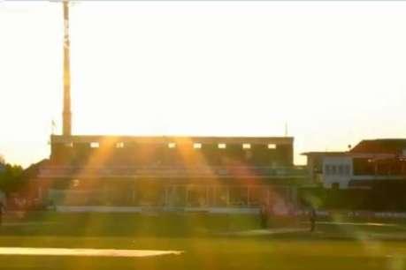 तेज धूप के चलते अंपायरों ने रोका मैच, क्रिकेटरों को छोड़ना पड़ा मैदान