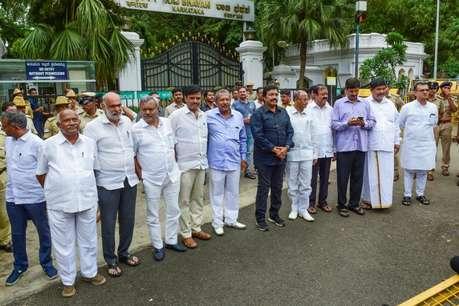 कर्नाटक: ...तो इस वजह से बागी हुए कांग्रेस विधायक, इस एक नेता को साधने में पार्टी ने झोंकी ताकत
