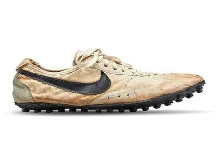 इतने करोड़ में बिका दुनिया का सबसे महंगा जूता, जानिए किसने ख़रीदा?