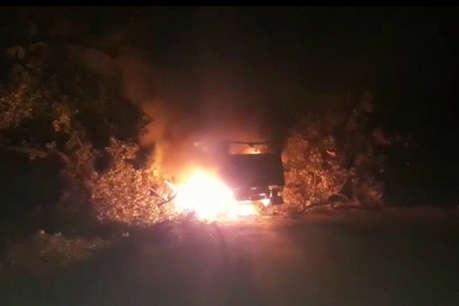 रांची के बुढ़मू में उग्रवादियों का तांडव, जेसीबी और रोलर को जलाया