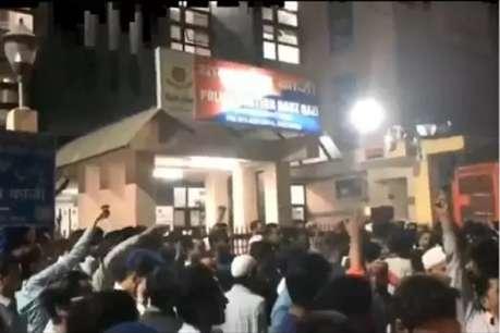 मुफ्ती मुकर्रम ने मंदिर के नुकसान पर जताया दुख, 'हिंदू- मुस्लिम मिलकर कराएंगे मरम्मत'