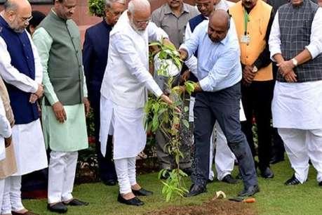 संसद भवन में लगाए गए रुद्राक्ष के पौधे, PM मोदी समेत कई मंत्री हुए शामिल