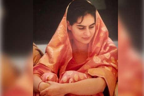 #SareeTwitter में शामिल हुईं प्रियंका गांधी, शेयर कीं 22 साल पुरानी फोटो