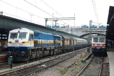 मुंबई में भारी बारिश, सेंट्रल रेलवे ने रद्द की कई ट्रेनें, यहां देखें पूरी लिस्ट
