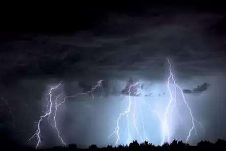 आकाशीय बिजली की चपेट में आकर दो लोगों की मौत