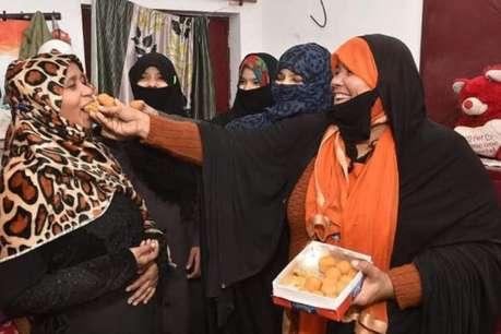 तीन तलाक बिल पास: यूपी के मंत्री सहित मुस्लिम महिलाओं में कुछ इस तरह मनाया जश्न