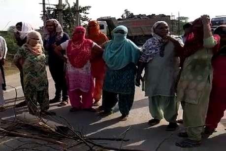 बहादुरगढ़: 3 दिनों से नहीं आया पीने के पानी, महिलाओं ने लगाया जाम