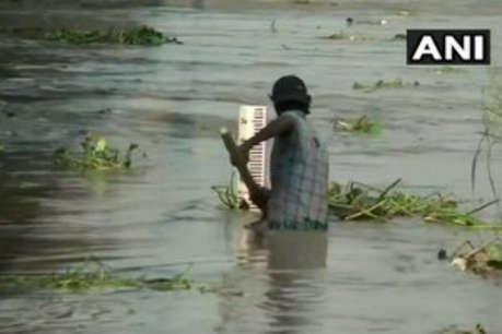 दिल्ली के निचले इलाके पानी में डूबे, खतरे के निशान से 1 मीटर ऊपर बह रही यमुना