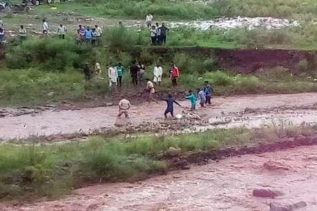 हिमाचल: साथी तैरकर पार हो गया, 11 वर्षीय बच्चा बालद नदी में बहा, मौत